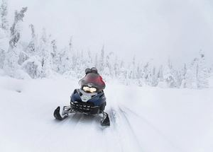 В Карелии на снегоходах