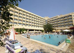 Главное здание и бассейн отеля Ozkaymak Alaaddin 4*