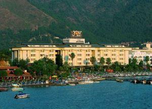 Вид с моря на отель Munamar Beach Hotel в Мармарисе