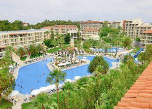 Вид на бассейн отеля Barut Hemera