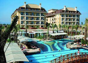 Вид на бассейн и здание отеля 5* Crystal Family Resort & Spa