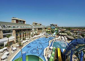Вид на отель 5 звезд Crystal Waterworld Resort Spa в Белеке