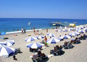 Песчаный пляж отеля в Алании