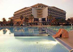 Вид на отель Adora Golf Resort 5* со стороны бассейна