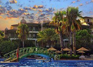 Вид на отель Defne Star 4 звезды в Сиде со стороны бассейна