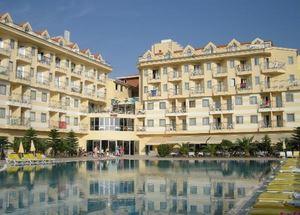 Вид на отель Diamond Beach в Сиде со стороны бассейна
