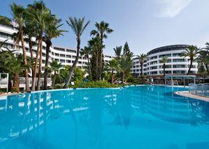 Вид на отель Grand Azur Marmaris со стороны бассейна