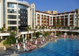 Вид на отель Grand Pasa 5* в Мармарисе со стороны бассейна