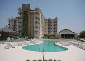 Вид на отель Maya Melissa Garden Hotel 4* в Белеке со стороны бассейна