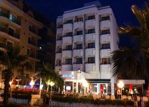 Вид на здание отеля Oasis 3* в Мармарисе