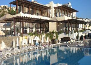 Вид на здание отеля Bodrum Holiday Resort Spa
