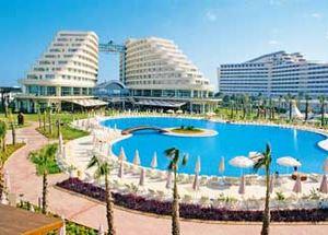 Вид на здание отеля Miracle Resort Lara 5 звезд