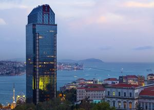 Вид на отель Ritz-Carlton 5* в Стамбуле