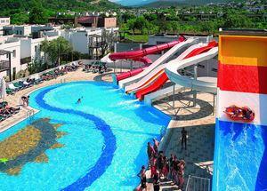 Бассейн с аквапарком в отеле Voyage Torba Bodrum 5 звезд