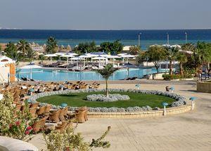 Вид на территорию отеля Coral Beach Rotana Resort 4 звезды в Хургаде Египет
