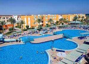 Вид на бессейн в отеле Sunrise Select Garden Beach Resort & Spa 5* в Хургаде