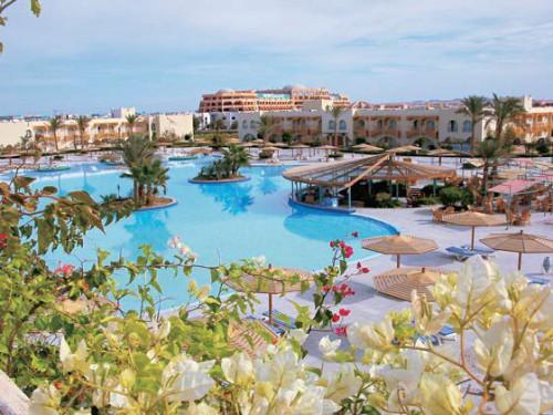 Вид на бассейн отеля Desert Rose 5 звезд в Хургаде Египет