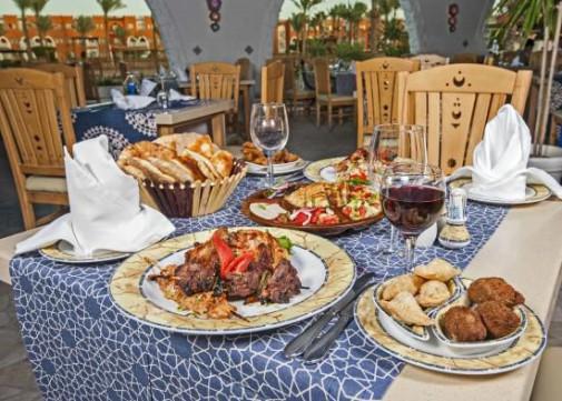 Накрытый стол в ресторане отеля SUNRISE Select Garden Beach Resort & Spa 5*