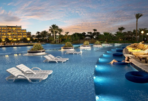 Бассейн в отеле Steigenberger Al Dau Beach 5*