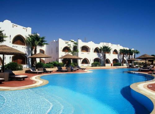 Вид со стороны бассейна на гостиницу Domina Prestige Coral Bay 5*