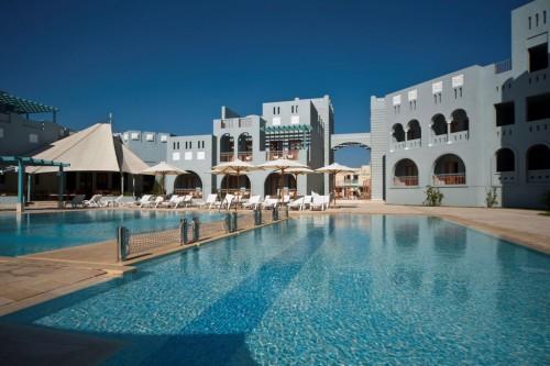 Вид со стороны бассейна на отель Mosaique Boutique Hotel El Gouna 4*