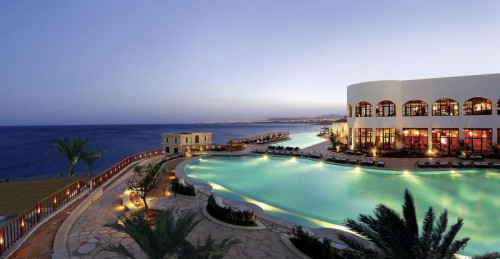 Вид с моря на отель Reef Oasis Blue Bay Resort & Spa