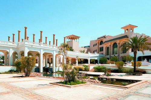 Вид на здание отеля Continental Garden Reef Resort 5*