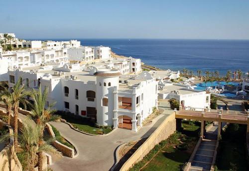 Вид на пляж и море у отеля Continental Plaza Beach Resort 5*