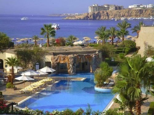 Бассейн отеля Movenpick Sharm El Sheikh Resort Naama Bay 5*