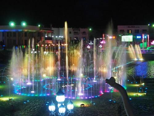 Поющий фонтан в парке «Голливуд» в Шарм-эль Шейхе