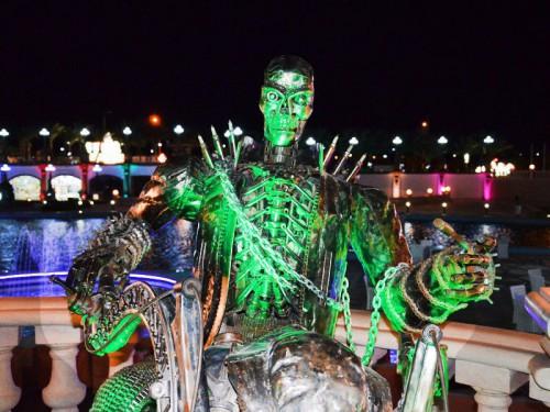Статуя скелета на площади Сохо в Шарм эль Шейхе