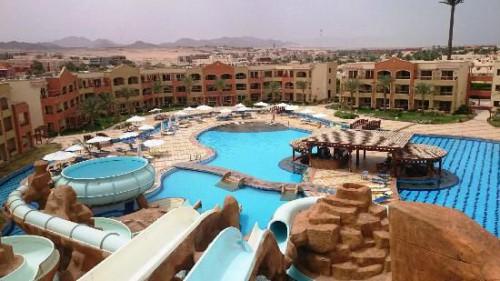 Вид на отель Regency Plaza Aqua Park & Spa 5* со стороны аквапарка