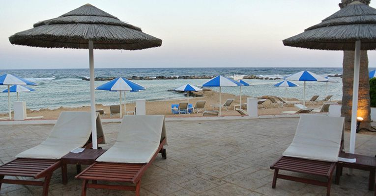 Kermia Beach Bungalow Hotel 4 Beach 2